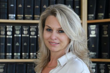 Greek Lawyer - Nicole Kosmidis
